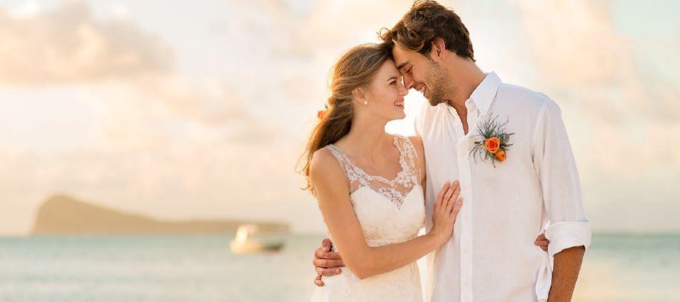 5b55e8c30f Varázslatos hely esküvőre és nászutasok részére, türkizkék óceán, fehér  homokos tengerpart és szebbnél szebb szállodák. Egy óriási smaragd, amit a  ...